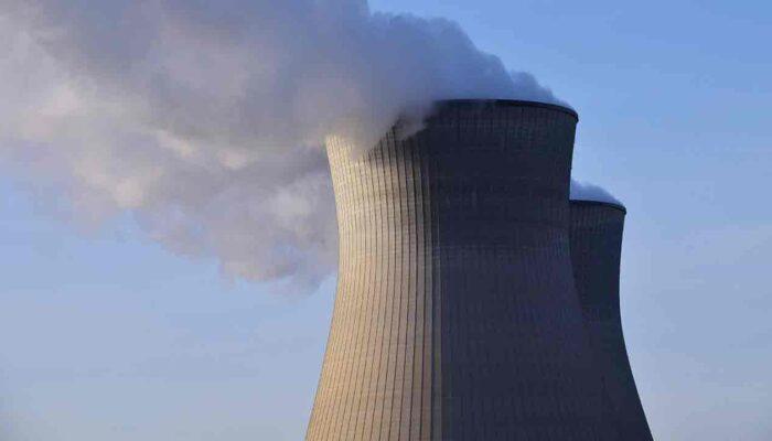 Tuumaenergia ja krüpto. Pildil on tuumajaam, mis illustreerib tuumaenergia krüptosektoris kasutust.