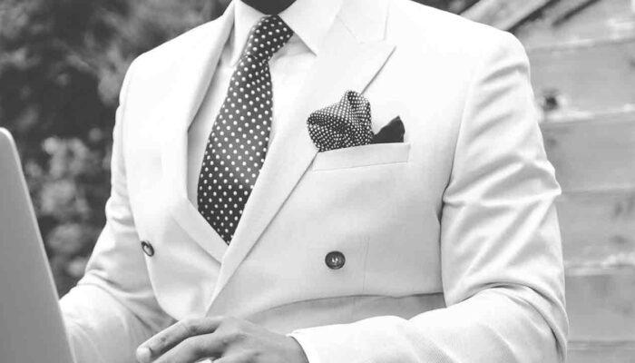 Pildil on mees ülikonna ja täpilise mustrilise lipsuga, mis illustreerib teemat Kas Polkadot võib olla konkurent Ethereumile?