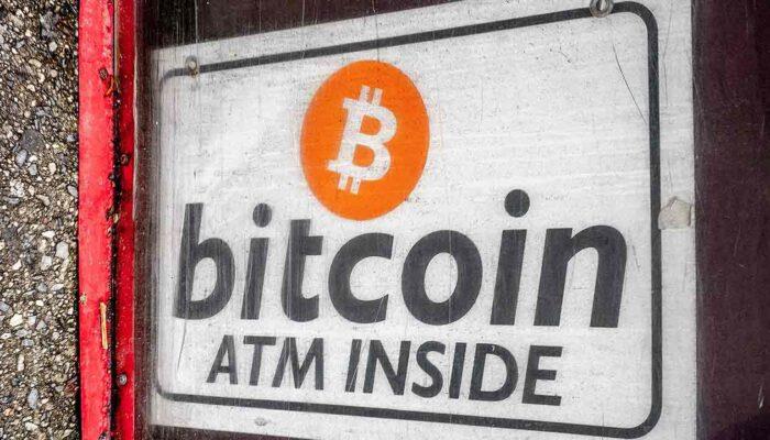 Pildil on silt Bitcoini ATM-i kohta,