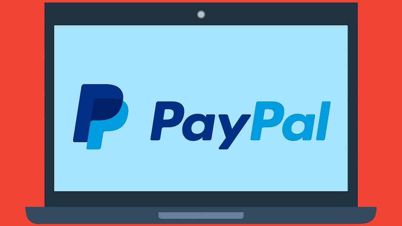 Pildil on PayPal'i logo, mis illustreerib teemat PayPal sekkub krüpto mängu