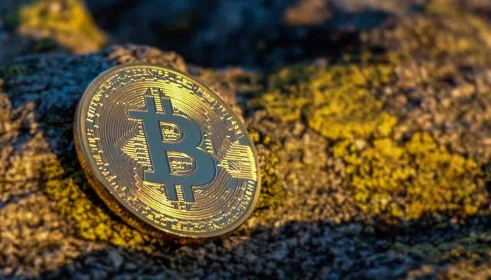 Pildil on Bitcoini münt, mis illustreerib teemat Veel üks miljardär investeerib Bitcoini