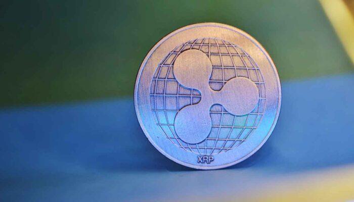 Pildil on XRP münt, mis illustreerib teemat Hagi Ripple'i vastu viis XRP hinna langusesse